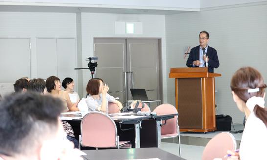 最初の講義は、佐瀬一洋氏(順天堂大学大学院臨床薬理学・研究者・がんサバイバー)による「患者がチーム医療に参加するために必要な患者力を高める要件とは」の講義