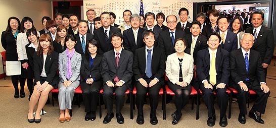 授賞式に参列した関係者一同による記念写真